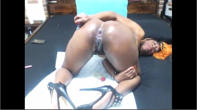 Anal masturbation for a mulatta