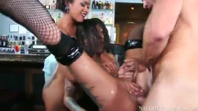 A waiter has a threesome with a couple of sluts
