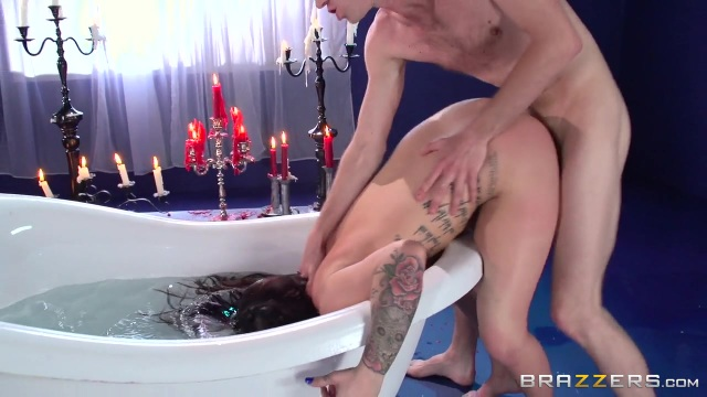 Masochistic MILF fucked in the bathtub