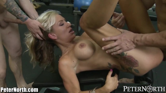 Combat with two cocks and the hot mature woman