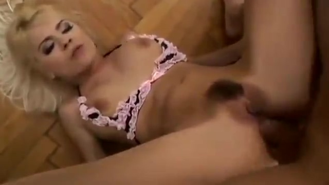 Bottle blonde in complete sex