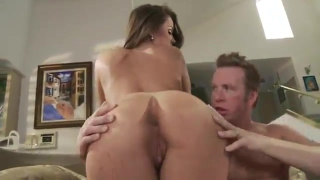 A sultry MILF receives a vistior