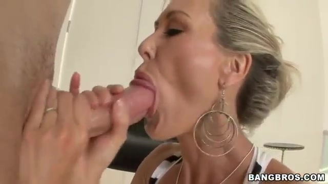 Drilling a MILF's pussy