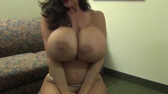 Milf camgirl with huge tits