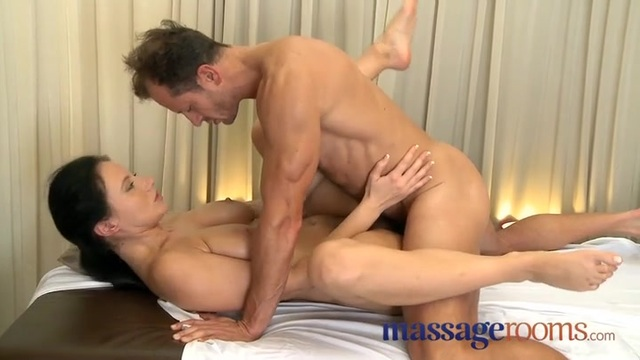 Masseur fucks his female client