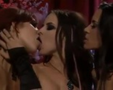 Peliculas porno de vampiras tetonas Vampiresas Tetonas Lesbianas En Trio Cumlouder Com