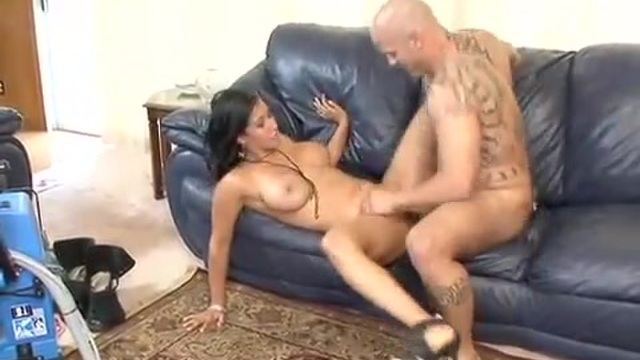 A brunette MILF gets it on with the carpet cleaner