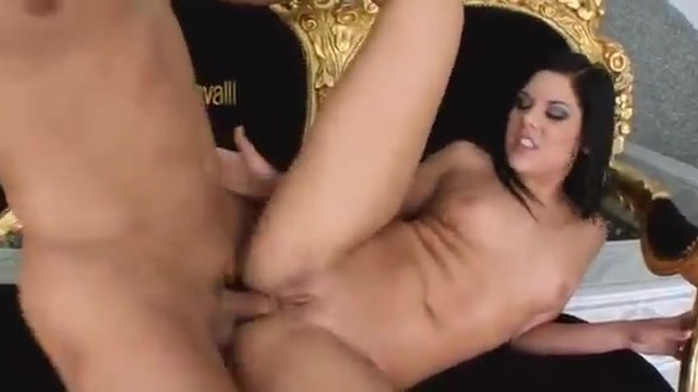 This brunette only cums when her ass is fucked