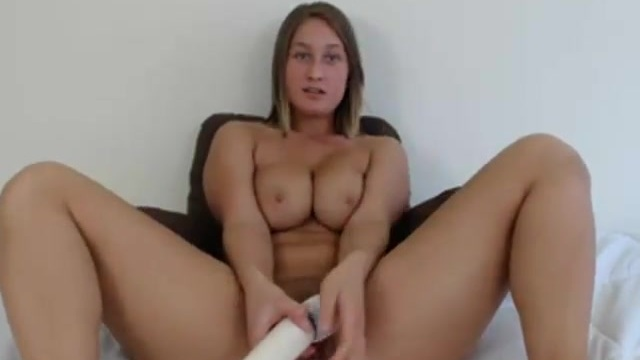 Blonde webcammer masturbating